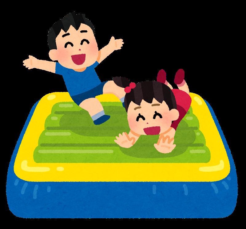 เด็กกระโดดบนเบาะ